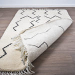 tapis berbere beni ouarain blanc dos