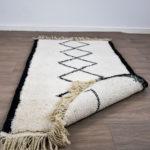 tapis berbere beni ouarain noir et blanc dos