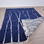 tapis berbere beni ouarain bleu dos