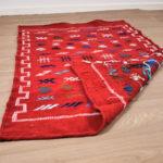 tapis berbere kilim rouge dos