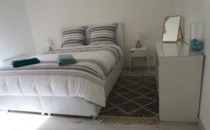 tapis berbere beni ouarain blanc et noir matiere
