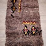 Tapis berbère Boucherouite Marron à motifs colorés